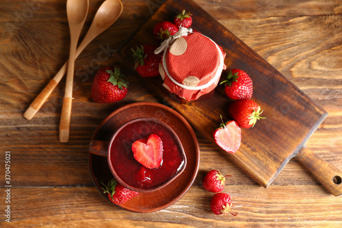 Obraz Sweet strawberry jam on table - fototapety do salonu