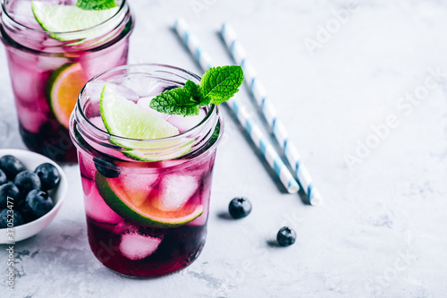 Canvastavla Blueberry Mojito with lime and fresh mint