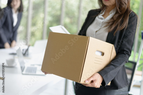 Obraz na plátně Business woman packing her belonging after resign or be fired from business comp