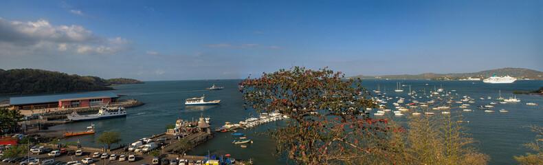 Panorama sur le port de Mamoudzou, Grande Terre - Mayotte