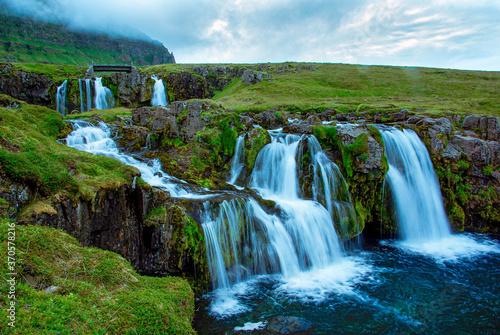 Obraz na plátně Islands zahlreiche Wasserfälle