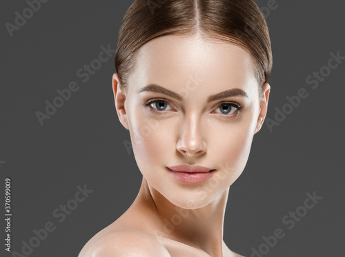 Obraz na plátně Beautiful face woman healthy skin gray background