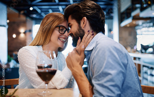 Foto Dating in the cafe