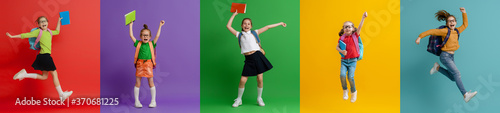 Fotografía Kids with backpacks on colorful background