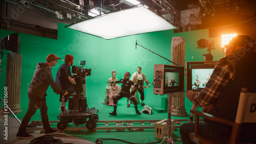 Stampa su Tela On Big Film Studio Professional Crew Shooting Period Costume Drama Movie