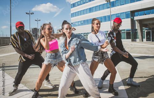 Group of hip hop dancers permorming their dance. Fototapeta