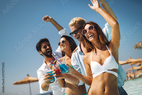 Fotografie, Obraz Summer party. Friends at beach drinking coctails and having fun