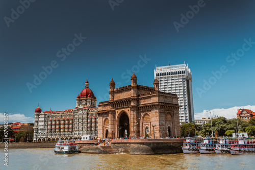 Fototapeta The Gateway of India is an arch-monument built in the early twentieth century in