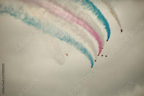 Obraz na plátně The red arrows, Royal Air Force aerobatics display team