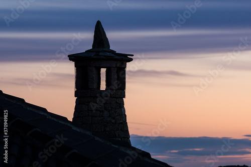 Fotomural chimenea con proteccion contra las brujas, Santa Maria de Buil, Sobrarbe, Provin
