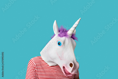 Cuadros en Lienzo man wearing a unicorn mask on a blue background