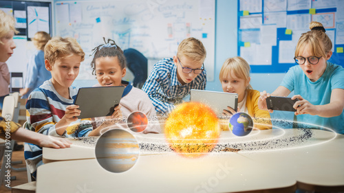 Fotografía Group of School Children in Science Class Use Digital Tablet Computers with Augmented Reality Software, Looking at Educational 3D Animation Of Solar System