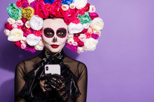 Closeup Photo Dead Bride Cavalerita Lady Party Folklore Face Skull Print Telephone Blogging Write Post Death Day Traditions Theme Floral Headband Black Costume Isolated Purple Color Background