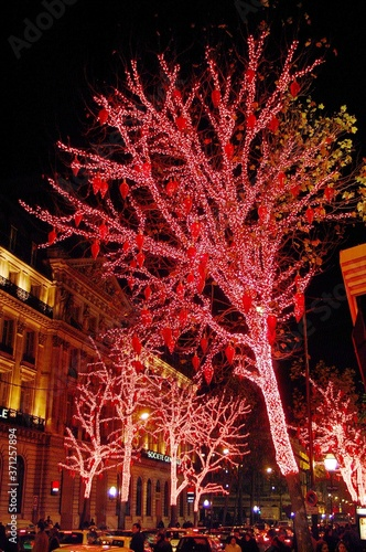Fotografija Decorated Tree for Christmas at The Galeries Lafayette on Haussmann Boulevard in