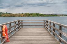 Ende Der Seebrücke Am Geiseltalsee In Braunsbedra Mit Ausblick Auf Den See