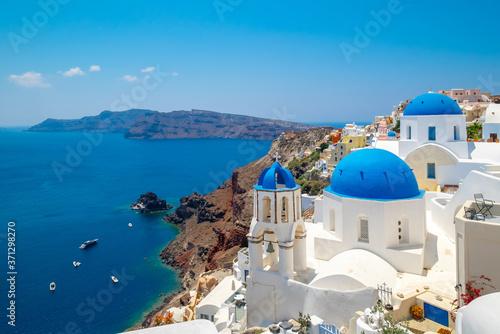 Blue dome church and the Sea in Oia, Santorini, Greece, Aegean Sea Fototapet