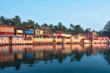 27.12.2019 Gokarna, Karnataka, Colorful Indian Houses, Bright Orange-striped Temple Tank On The Bank Of Sacred Lake Koti Teertha. The City Is A Holy Pilgrimage Site For Hinduists