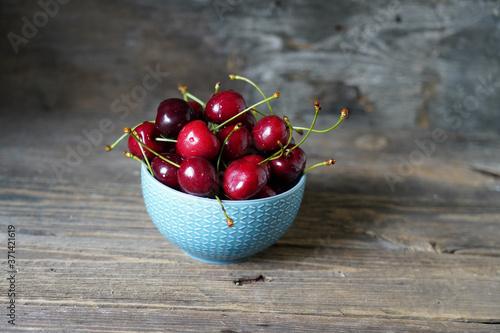 Obraz na plátně Red sweet cherries