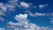 青空を背景に湧き上がる純白の夏の雲 タイムラプス