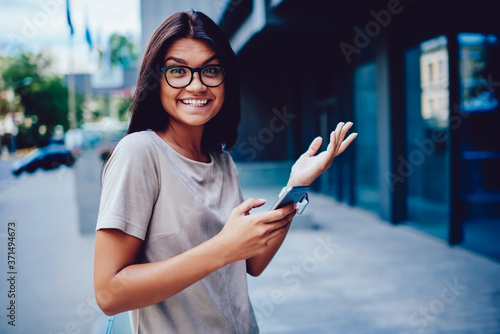Fotografía Portrait of cheerful business woman excited with reach success with startup rece