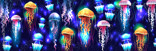 Photo Glowing vivid transparent underwater jellyfishes