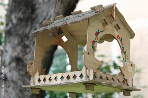 wooden bird feeder in the air Canvas-taulu