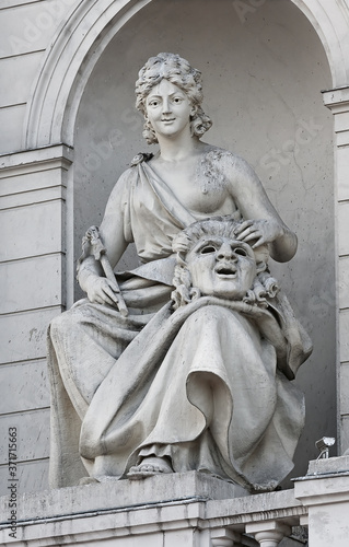 Photo Allegoric Comedy statue of Lviv Theater of Opera and Ballet (Lviv Opera House),