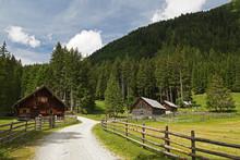 Almhütten Entlang Des Wanderweges Im Weißpriachtal Des Salzburger Lungau - Österreich