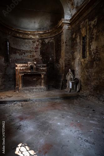 Photo The interior of the little chapel of San Grato in the village of Avuglione