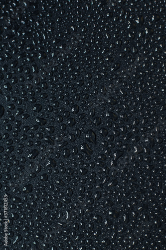 Water droplets on black background Fototapete