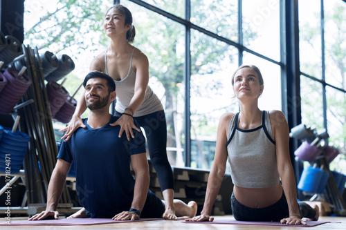 Fotografie, Obraz Yoga teachers are practicing teaching correct yoga practice to students