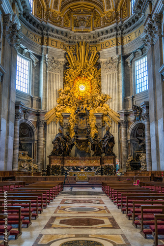 Photo Apse with the Chair of Saint Peter by Gian Lorenzo Bernini, in Saint Peters Basilica in Rome, Italy