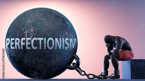 Fotografía Perfectionism as a heavy weight in life - symbolized by a person in chains attac