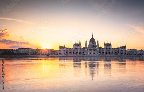 Hungarian Parliament in a fantastic colorful sunset, Budapest, Hungary Fototapete