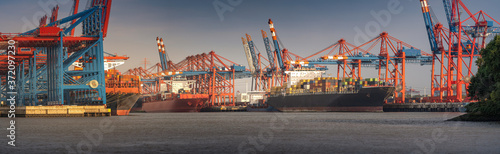 Foto Panorama from a container terminal in the port of Hamburg in sunny weather in th