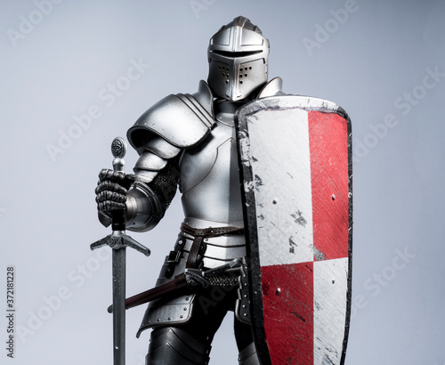 Foto knight with sword and shield