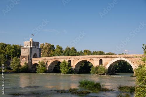 Photo Milvian Bridge on river Tiber in Rome, Italy