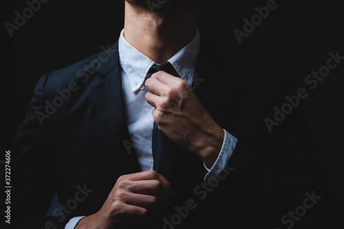 Obraz na plátně Businessmen are tying necktie. to prepare for the presentation