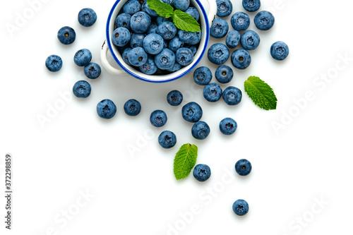 Fotografia Blueberry in ceramic bowl isolated on white