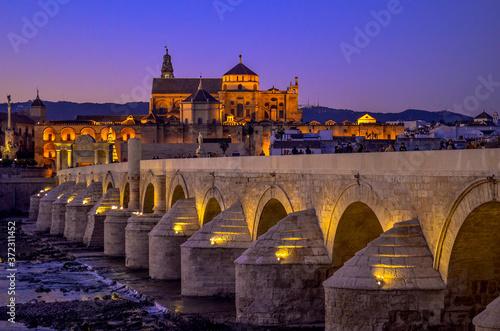 Cuadros en Lienzo roman bridge at sunset in Cordoba Spain