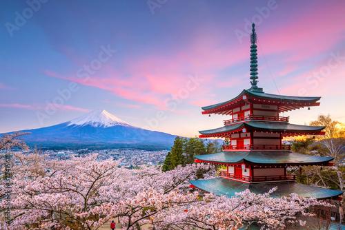 Photo Mountain Fuji and Chureito red pagoda with cherry blossom sakura
