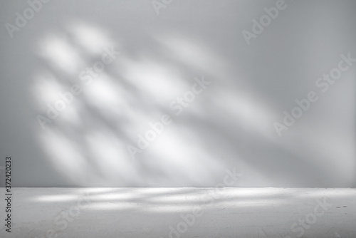 Fototapeta Gray background for product presentation with beautiful light pattern obraz
