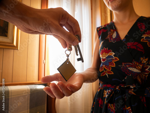 Fotografia Real estate agent giving keys to apartment owner, renting buying selling property business