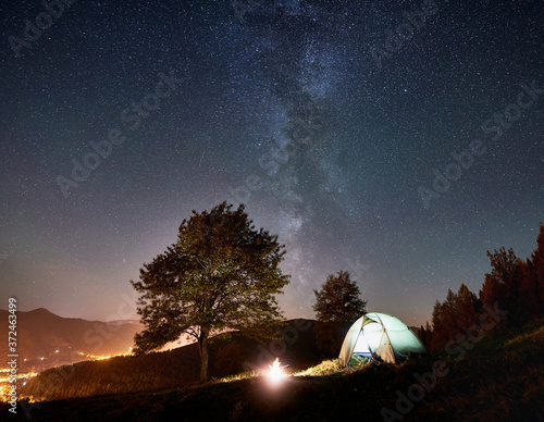 Fotomural Tourist camping near forest at summer night