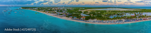 Obraz A panorama view along the coast from the cruise terminal on Grand Turk - fototapety do salonu