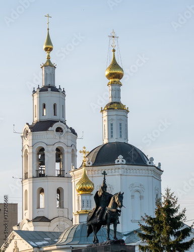 Slika na platnu Monument to Russian Tsar Ivan IV the terrible and Epiphany Cathedral in the city of Orel