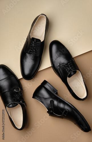 Fotografia Male shoes. Men's fashion leather shoes Monk and Derby