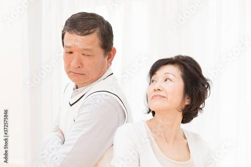 Carta da parati 喧嘩するシニア夫婦