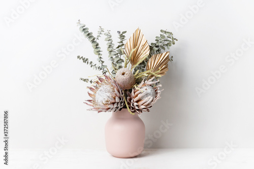 Obraz na plátně Beautiful dried flower arrangement in a stylish pink vase