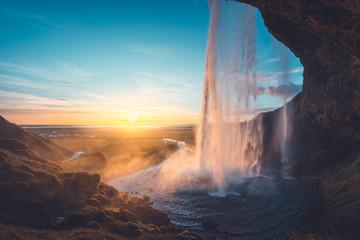 Vodopad Seljalandsfoss pri zalasku sunca, Island